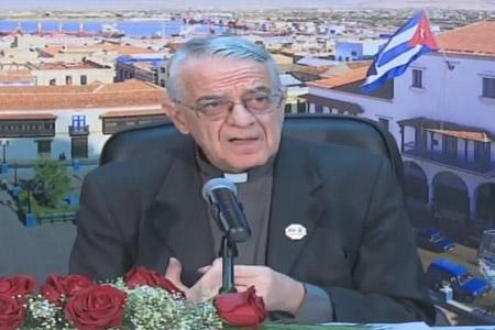 Federico Lombardi, portavoz de la Santa Sede en rueda de prensa en Santiago de Cuba lunes 21 septiembre 2015