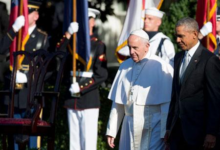 Francisco es recibido por el presidente Barack Obama, a su llegada a la Casa Blanca