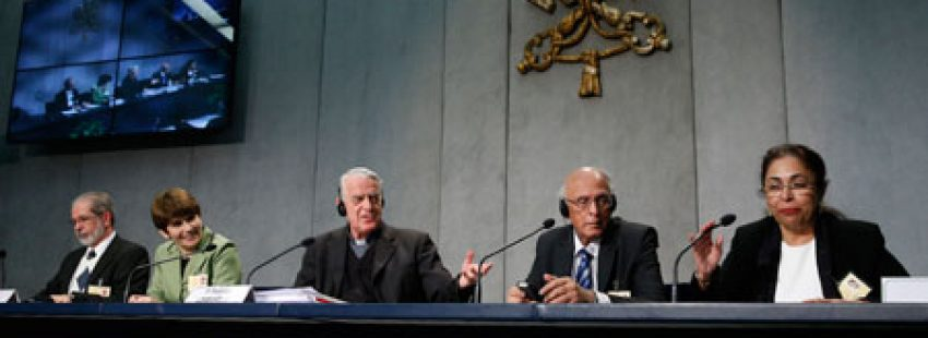 padre Federico Lombardi portavoz de la Santa Sede rueda de prensa Sínodo de los Obispos sobre la Familia 12 octubre 2015