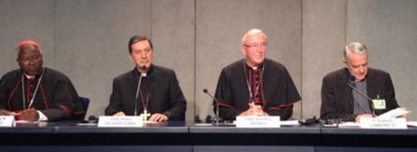 padre Federico Lombardi portavoz de la Santa Sede rueda de prensa Sínodo de los Obispos sobre la Familia 15 octubre 2015