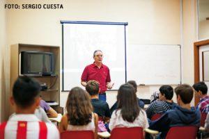 asignatura-religion-1-G José María Martínez, durante una de las sesiones