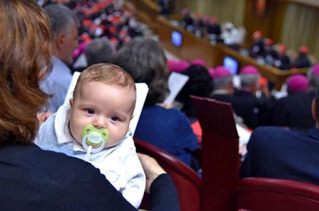 bebe-Asamblea-General-XIV-del-Sinodo-de-los-Obispos