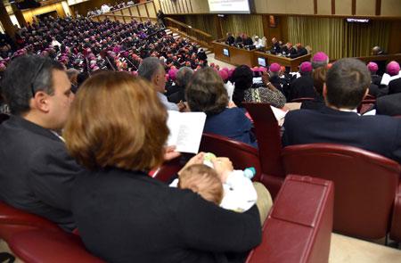 Aula sinodal en el Sínodo de la Familia 2015 apertura de las sesiones 5 octubre 2015