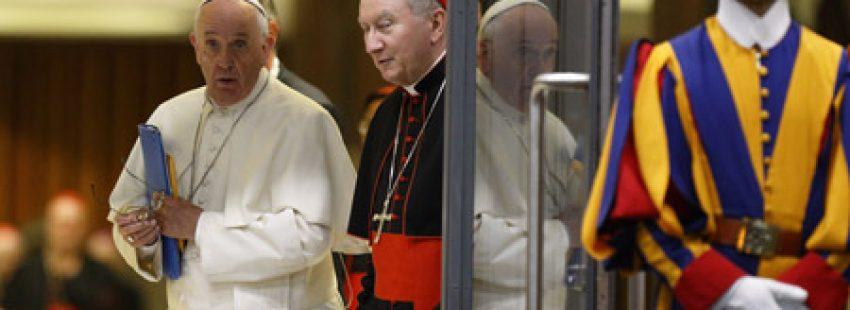 papa Francisco con el cardenal Pietro Parolin lunes 5 octubre apertura del Sínodo 2015 sobre la familia