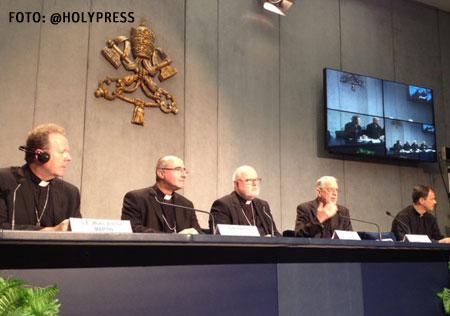 Rueda de prensa 21 de octubre. De izquierda a derecha: Eamon Martin, Daniel Sturla, Reinhard Marx, Federico Lombardi y Bernard Hagenkord