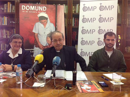 Anastasio Gil (director de OMP España) junto a Antonia Valverde (Hermana del Amor de Dios) y Carlos Gómez-Vírseda Martínez (jesuita)