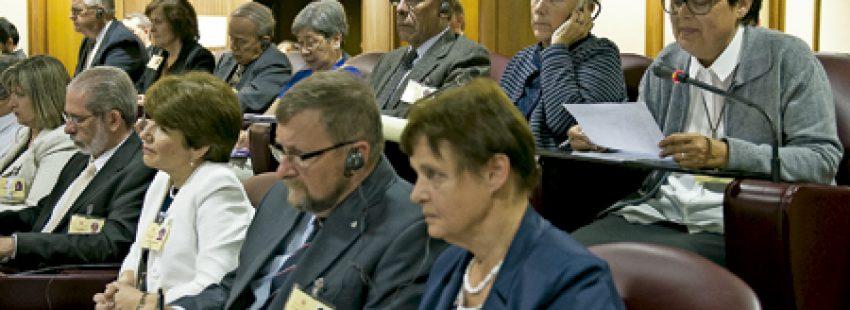 Lucetta Scaraffia y otras mujeres participantes en el Sínodo de la Familia 2015