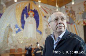 Marko Rupnik en la capilla del Santísimo de la catedral de La Almudena