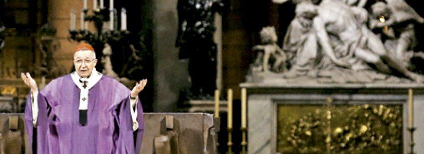 André Vingt-Trois, cardenal arzobispo de París preside una celebración por las víctimas de los atentados de París en Notre Dame 15 noviembre 2015