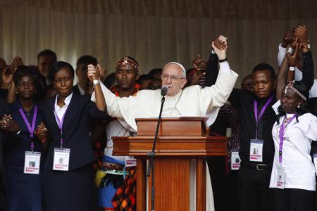 papa Francisco durante el encuentro con jóvenes en Kenia viaje África noviembre 2015