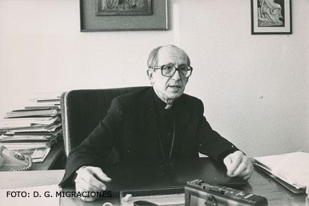 Retrato de Alberto Iniesta en febrero de 1988 (Dirección General de Migraciones)