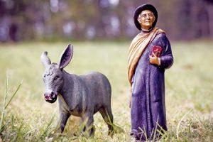 figura del Cura Brochero, primer sacerdote argentino santo, con su mula