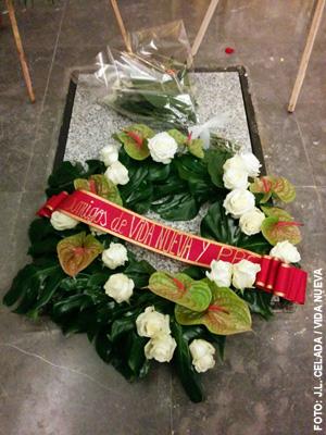 corona de flores de Vida Nueva y PPC para el funeral de Alberto Iniesta Madrid 4 enero 2015