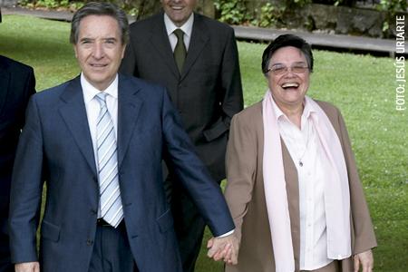 Iñaki Gabilondo, periodista, con su hermana Lourdes Gabilondo, religiosa Franciscana Misionera de María y delegada de Misiones de Tui-Vigo