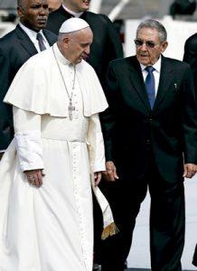 papa Francisco con Raúl Castro presidente de Cuba en el histórico encuentro entre el papa y Kirill de Moscú 12 febrero 2016