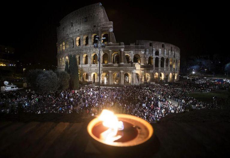 Via Crucis del Viernes Santo en el Coliseo del Roma