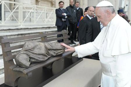 Jesús sin techo, escultura de Timothy P. Schmalz, bendecida por el papa Francisco en noviembre de 2013