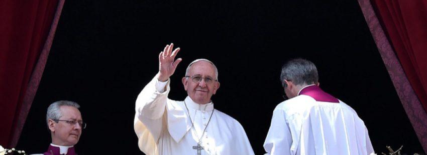papa Francisco en el mensaje Urbi et Orbi en el Domingo de Resurrección 27 marzo 2016 Plaza de San Pedro del Vaticano