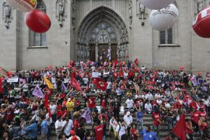 catedral de São Paulo, Brasil, manifestación de apoyo a favor de la presidenta Dilma Rousseff