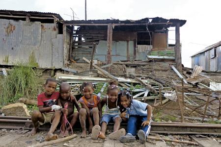 familias desalojadas en República Dominicana por una multinacional