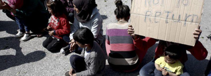 refugiados se manifiestan en Idomeni, frontera Grecia y Macedonia, para reclamar la apertura de fronteras
