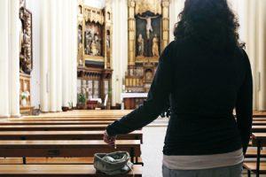 Donativo en el cepillo de una Iglesia