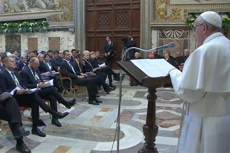papa Francisco pronuncia su discurso al recibir el Premio Carlomagno, Sala Regia del Palacio Apostólico Vaticano 6 mayo 2016