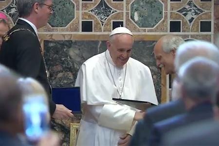 papa Francisco recibe el Premio Carlomagno Vaticano 6 de mayo 2016