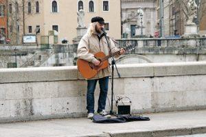 Roberto Carlos, mendigo en Roma