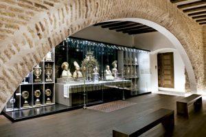 Alma Mater Museum de Zaragoza, Representación del altar eucarístico del coro alto de la capilla de D. Hernando de Aragón, del s. XVI