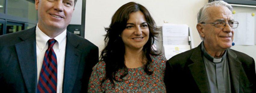 Greg Burke, Paloma García Ovejero y Federico Lombardi en la Sala de Prensa del Vaticano al conocerse los nombramientos 11 julio 2016