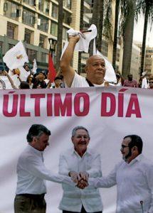 en la calle, en Colombia la gente sigue celebrando el acuerdo de paz firmado entre el Gobierno y las FARC