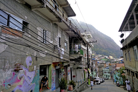 vista de una favela o barrio pobre en Brasil