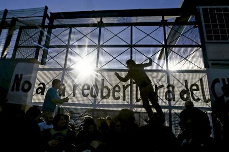 manifestación para evitar que se reabra el CIE Centro de internamiento de extranjeros de Zona Franca de Barcelona