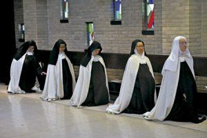 carmelitas descalzas en un monasterio en Estados Unidos