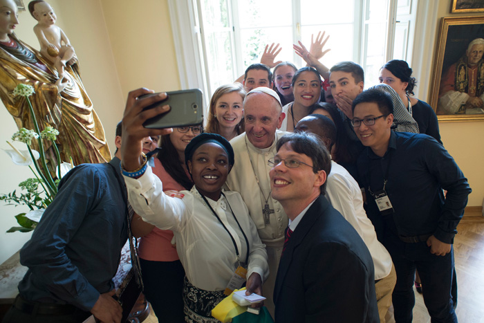 papa Francisco JMJ Cracovia 2016 almuerzo con jóvenes representantes de los países 30 julio 2016