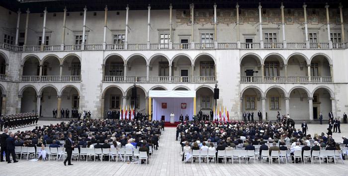 papa Francisco discurso en el Castillo de Wawel Polonia Cracovia a las autoridades, sociedad civil y cuerpo diplomático 27 julio 2016