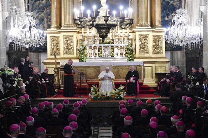 papa Francisco mantiene encuentro con obispos polacos en la Catedral de Wawel 27 julio 2016