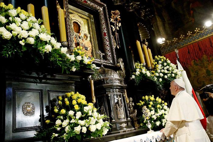 papa Francisco visita Monasterio de Jasna Gora en Czestochowa para rezar ante la Virgen Negra y celebrar misa en el 1050 bautismo de Polonia 28 julio 2016