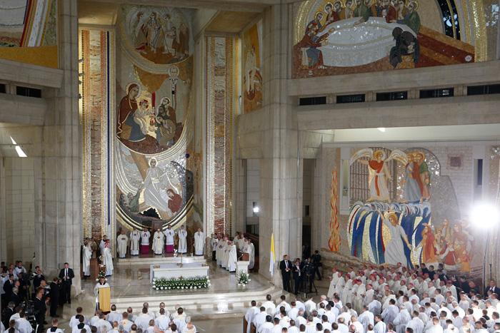 Misa con sacerdotes, religiosas, religiosos, consagrados y seminaristas polacos en el Santuario de San Juan Pablo II, también en Lagiewniki