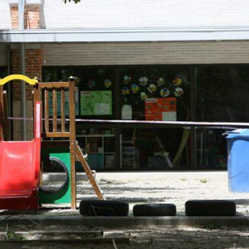 patio de un colegio precintado después de un accidente