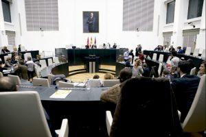 sesión plenaria en el Ayuntamiento de Madrid presidido por alcaldesa Manuela Carmena