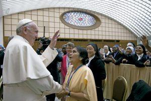 papa Francisco con religiosas miembros de la Unión Internacional de Superioras Generales UISG 12 mayo 2016