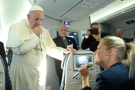 papa Francisco rueda de prensa en el avión de Cracovia a Roma 31 julio 2016