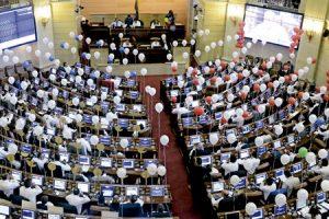 Congreso de Colombia autoriza al presidente Juan Manuel Santos a que convoque plebiscito popular para refrendar el acuerdo de paz firmado con las FARC agosto 2016