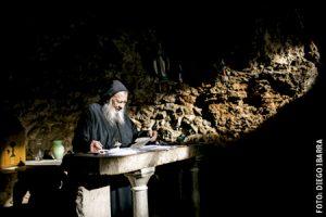 Darío Escobar, sacerdote colombiano ermitaño en Líbano en el santuario de Nuestra Señora de Hauqa, en el valle de la Qadisha