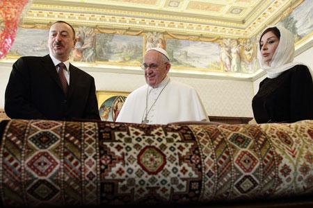 papa Francisco recibe en audiencia a Ilham Aliyev, presidente de Azerbaiyán, 6 marzo 2015
