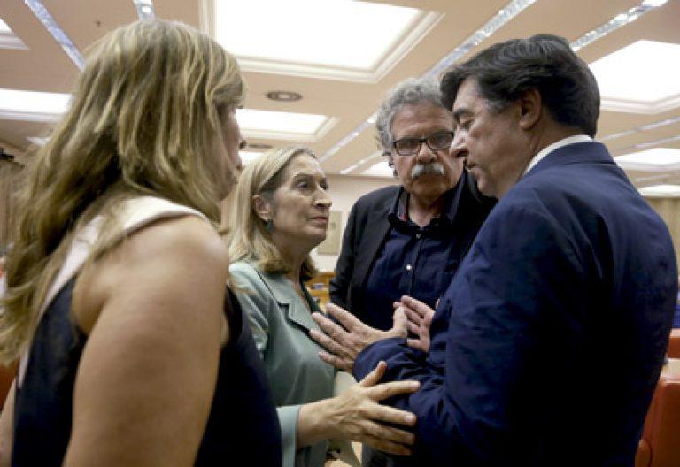 Ana Pastor, presidenta del Congreso, con los diputados Alicia Sánchez Camacho, José Antonio Bermúdez de Castro y Joan Tardá, en una reunión en el Congreso de los Diputados 12 septiembre 2016