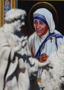 santa Teresa de Calcuta, canonizada 4 septiembre 2016 tapiz en la ceremonia en el Vaticano