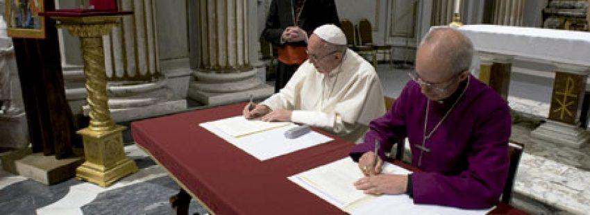 papa Francisco y Justin Welby, primado de la Iglesia anglicana, firman declaración conjunta Vaticano 5 octubre 2016